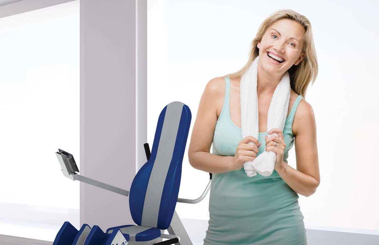Marathon-Fitness-HUR-1-smiling-Women-exercising