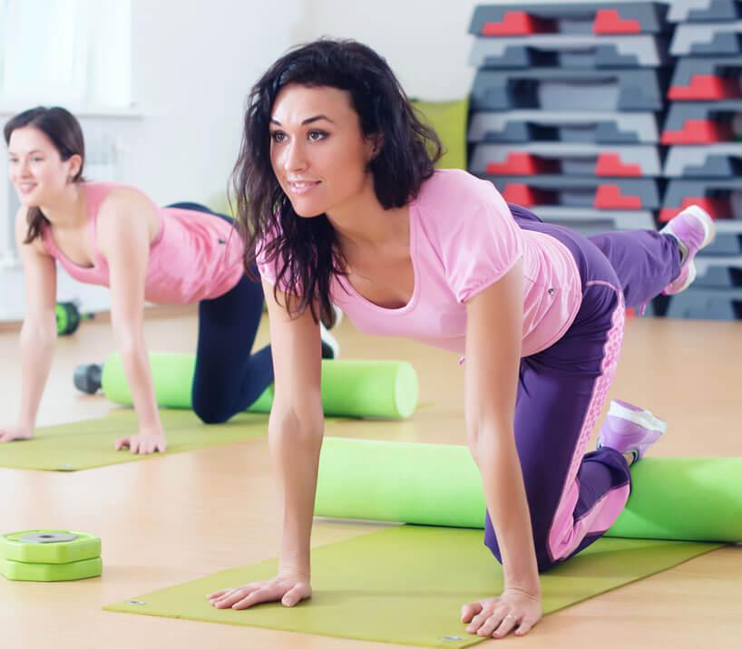 Marathon-Fitness-Women-with-Foam-Roller