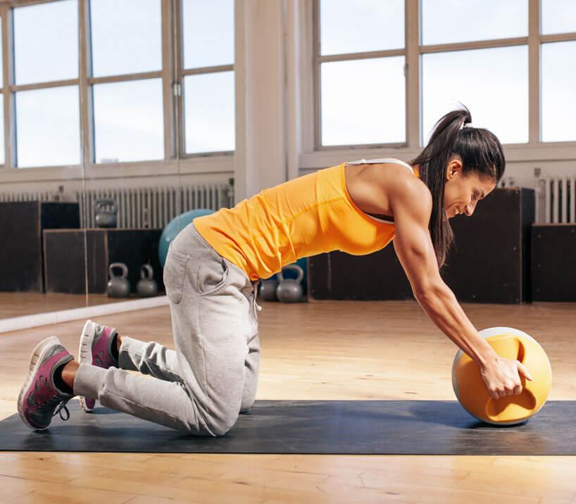 Marathon-Fitness-Women-with-Medicine-Ball